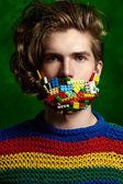 Retrato de un joven apuesto de cerca — Foto de Stock