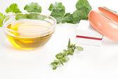 Aceite de aromaterapia y pulsera — Foto de Stock
