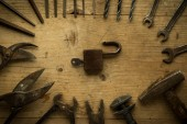 Old retro used tools on wooden table — Stock fotografie