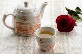 Tea and rose — Stock Photo