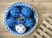 Easter Eggs in matching ceramics bowl — Stock Photo