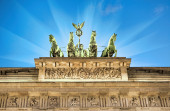 Illuminated quadriga on top — Foto Stock
