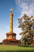 Victory Column with golden Angel — Stock Photo