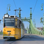 Historic tram on Freedom Bridge in Budapest — Stock Photo #76016039