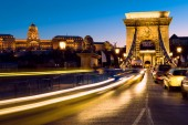 Evening traffic on Suspension Bridge in Budapest — Stock Photo