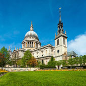 St. Paul's Cathedral in Spring — Stock Photo