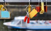 Cadeados na ponte histórica — Fotografia Stock