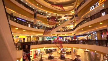 Chiang mai, Thailand - 10 August 2014 - Central festival big mall, department store in Asia — Stock Video