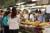 Shopping for food in Thai local market — Stock Photo