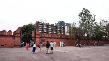 Tha pae gate, travel destination of Chaingmai — Stock Video