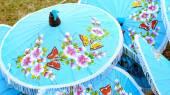 Thailand's handcraft, traditional art making umbrella — Stock Photo
