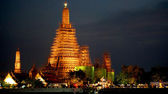 Wat Arun Temple at dusk — Stock Photo