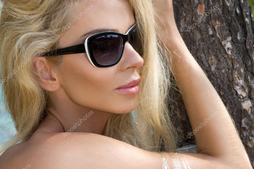 Фото девушки на природе светлые волосы