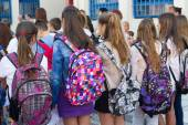Students with their backpacks. First Day of school for the stude — Stock Photo