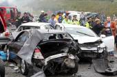 large truck crashed into a number of cars and 4 people were kil — Stock Photo