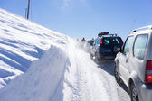 Visitors waiting near their cars for the Snowmobile to remove th — Stock Photo
