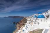Blue and white church of Oia village on Santorini island. Greece — Stock Photo
