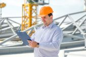 A foreman at the construction supervising the project. — Stock Photo