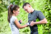 Sports couple in the park — Stock Photo