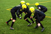 Men playing american football — Stock Photo