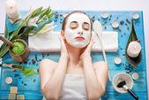 Donna con maschera termale — Foto Stock