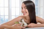 Portrait of woman with beautiful hair in spa salon — Stok fotoğraf
