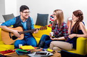 Man playing a guitar with girlfriends — Stock Photo