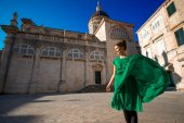 Woman traveling in Dubrovnik city — Foto Stock