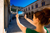 Woman traveling in Dubrovnik city — Stock Photo