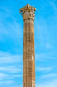 Corinthian column of Zeus temple in Greece — Stock Photo
