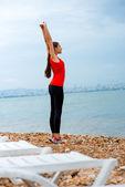 Woman having exercise on the beach — Fotografia Stock