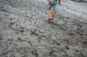 Man walking on the land with mud — Stock Photo