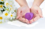 Hands, menstrual cup and flowers. — Foto Stock