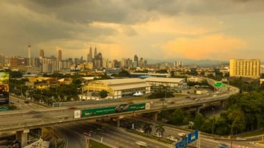 Kuala Lumpur stadsgezicht time-lapse van dag naar nacht. — Stockvideo