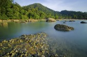 Slow shutter against rocks and blue sky in Pangkor Island, Malaysia — Photo