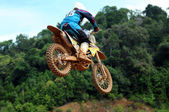 KEMAMAN - OCTOBER 29: unidentified rider in action during training preparation for upcoming challenge on October 29, 2011 in Kemaman, Terengganu, Malaysia. — Stockfoto