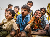 Indian Kids in the Jaisalmer Desert, Rajasthan, India — Stock fotografie