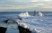 Storm waves over pier — Stock Photo