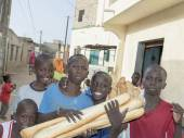 Editorial caption, Thiaroye, Senegal, Africa, July 28, 2014, Unidentified children (bread delivery boys) in the street, popular district of Guinaw Rails — Stock Photo