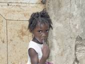 Editorial caption, Thiaroye, Senegal, Africa, July 26, 2014, Unidentified Senegalese girl in front of a house door, popular district of Guinaw Rails — Stock Photo