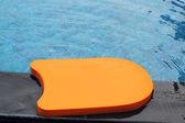 Kickboard in the swimming pool. — Stock fotografie
