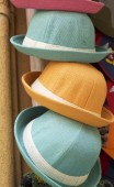 市場での販売のための帽子 — ストック写真