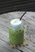 Grüner Eistee und Milch ist lecker — Stockfoto