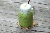 Iced green tea and milk is delicious — Stock fotografie