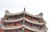 Dragon statue on the roof — Stock Photo