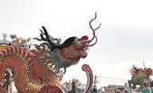 Dragon standbeeld op het dak — Stockfoto