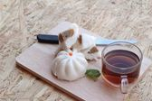Steamed pork buns, chinese dim sum and hot tea — Stock Photo