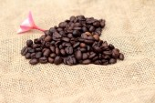 Magnifique coeur de grains de café torréfiés. — Photo