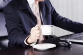 Copa holding del empresario de café — Foto de Stock
