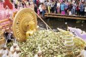 SAMUT PRAKARN,THAILAND-OC TOBER 7, 2014:The Lotus Giving Festiva — Foto de Stock